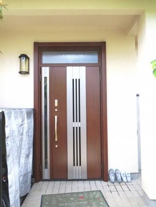 外壁と玄関ドアをきれいに新しく!